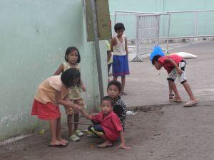 Enfants à Puerto Princesa, Palawan